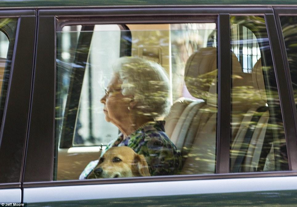 La Regina fa ritorno a Buckingham Palace per aspettare la nascita del royal baby