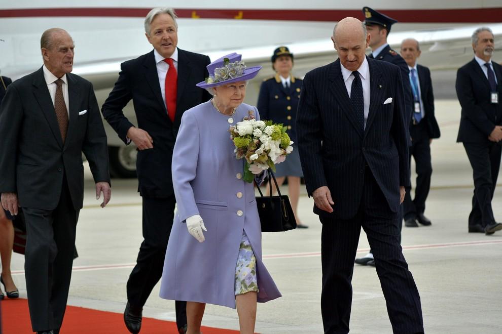 arrivo-regina-elisabetta-e-principe-filippo-gilda-and-the-royals