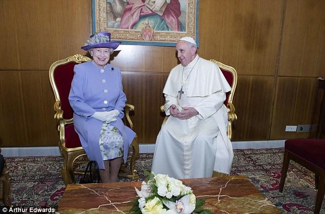 regina-elisabetta-papa-francesco-gilda-and-the-royals