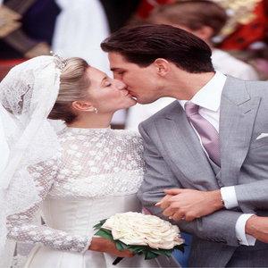 Valentino è il re delle spose di sangue blu / Valentino is the king of the blue blood brides