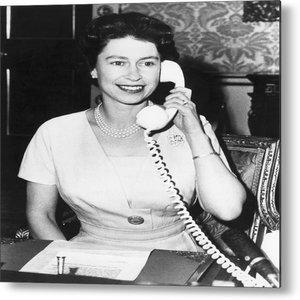 royal-influencer_regina-elisabetta-telefono