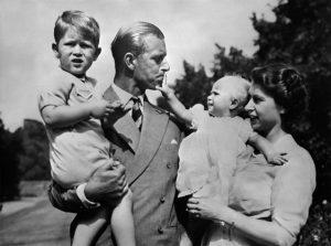 Royal Family: Filippo, Elisabetta, Carlo e Anna