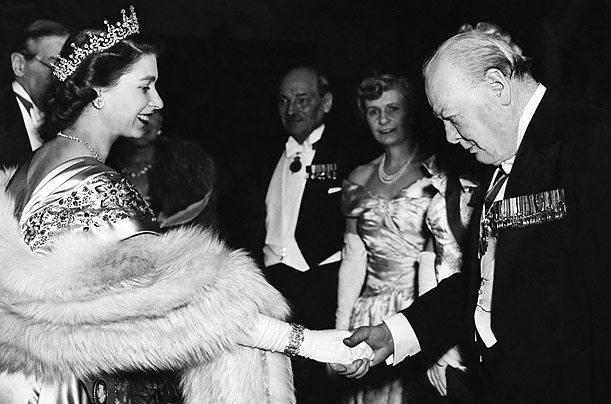 Winston Churchill e la Regina Elisabetta